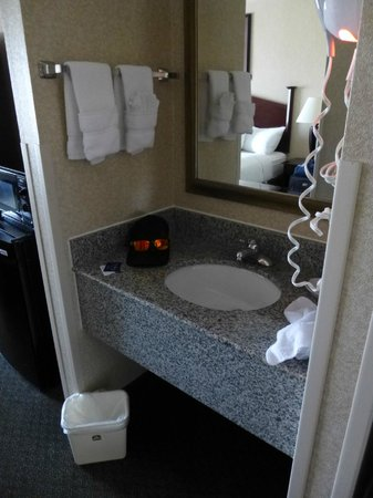 Best Western Springfield: sink and mirror....just outside the bathroom door? weird