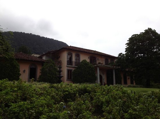 Casa de Lourdes: View from the from the front.