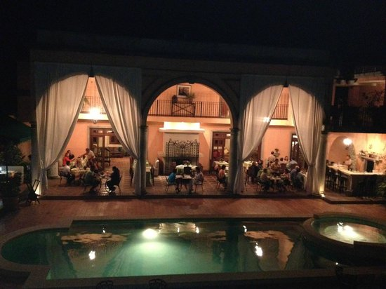 Casa de Lourdes : Elegant night time atmosphere!