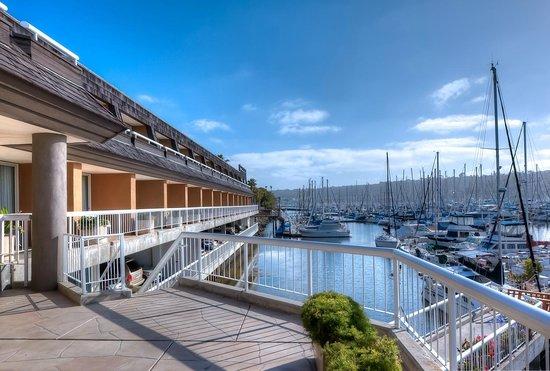 Bay Club Hotel And Marina