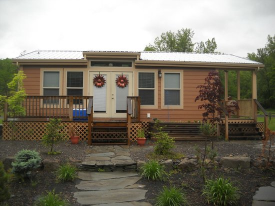Herkimer KOA Campground: Our cabin, Solar lodge 3