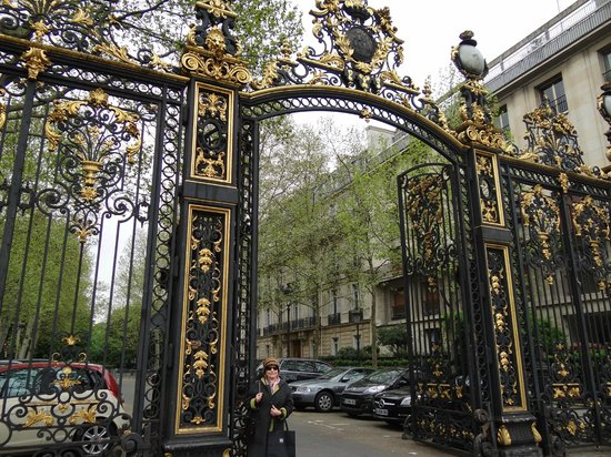 Paris, France: Parc Monceau -Entrance