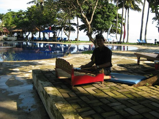 Sunari Beach Resort: Soothing morning music