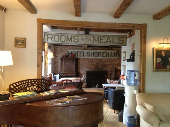 Shoreham Inn : Common area and dining area