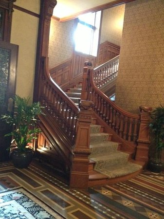 Wentworth Mansion: BEAUTIFUL STAIRCASE