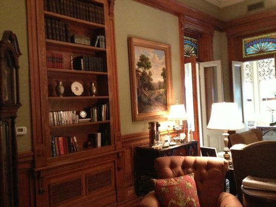 Wentworth Mansion: FRONT SITTING ROOM/LIBRARY