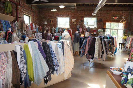 Waechter's Fine Fabrics: Beautiful cottons, silks, woolens, and knits.