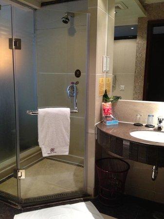 Miraton Hotel: Bathroom