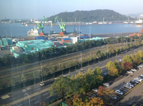 Harbor Park Hotel : Incheon harbor seen from our room