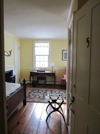 The Williamsville Inn: Herman Melville Room