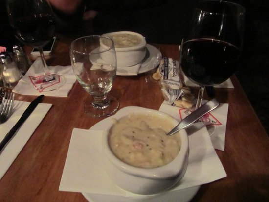 Lion's Den Pub: delicious clam chowder