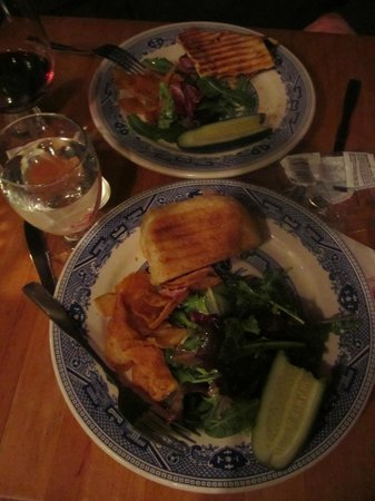 Lion's Den Pub: yummy paninis