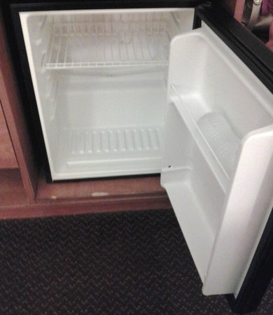 Hampton Inn Philadelphia King of Prussia : Fridge design below average