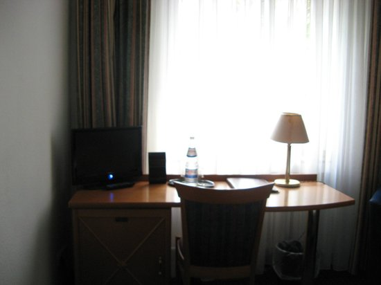 Centro Hotel Royal: table