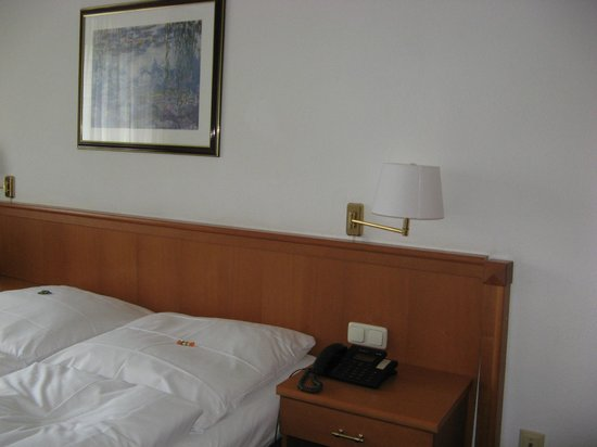 Centro Hotel Royal: bed