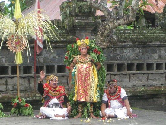 Barong performance