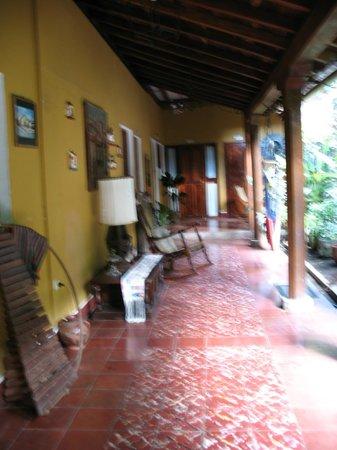 Posada Fuente Castalia: Corridor near courtyard