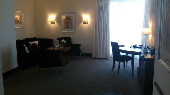 Sheraton Carlton Hotel Nuernberg: Wohnbereich