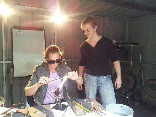 EON Glassblowing: Working away on some jewellery ✿