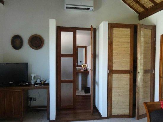 Laguna Gili Beach Resort: Bathroom