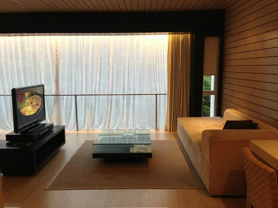 Padma Hotel Bandung: The Sofa & Living area