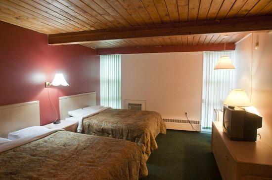 Powder Springs Inn: 2 Queen Room