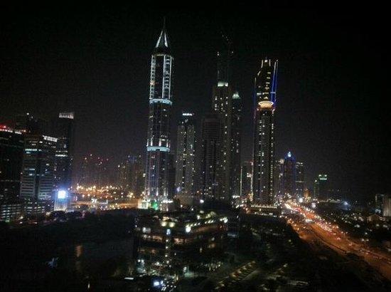 Arjaan by Rotana: Dubai View by Night (balcony)