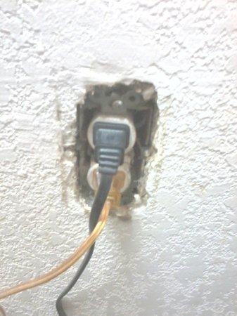 "La Quinta Inn San Francisco Airport North: Outlet that only worked if you ""jiggled"" it"