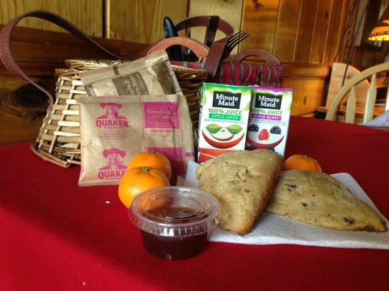 Strawberry Creek Bunkhouse: Breakfast delivered at 9am