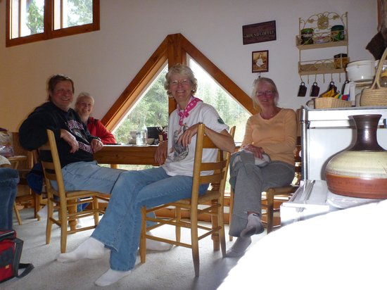 Log Dreamin' Bed & Breakfast: Breakfast in the loft area