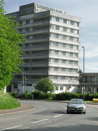 Coventry Hill Hotel: View from across the road showing front road network.