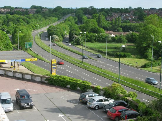 Coventry Hill Hotel: View from our bedroom showing rear road network.