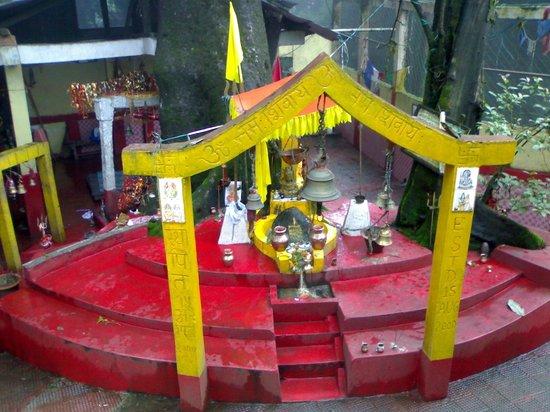 Jorepokhari Tourist Lodge: Temple Inside the Lodge area