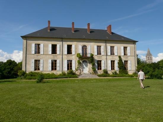 Chateau Charly: Add a caption