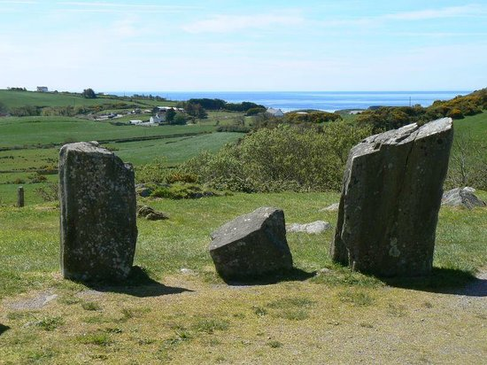 Drombeg Stone Circle: vue de l'intérieur du cercle de pierre
