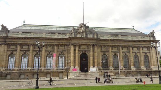 Museum of Art and History: Façade principale
