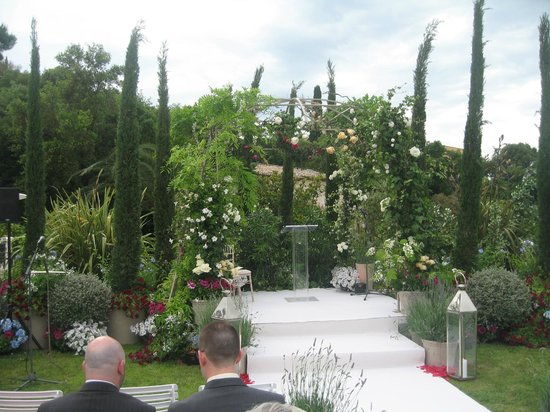 Villa Belrose Hotel : Garden ready for the wedding