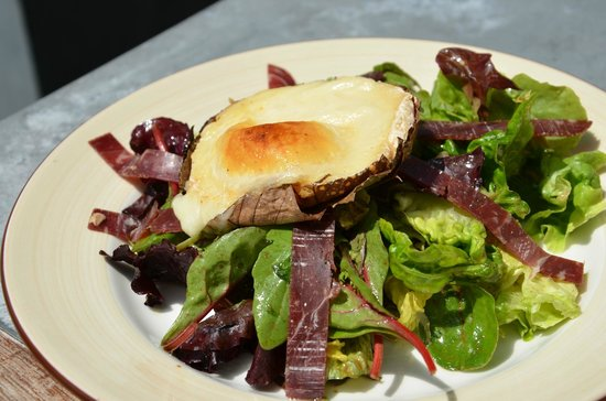 Le 9 Restaurant : Melted goat cheese