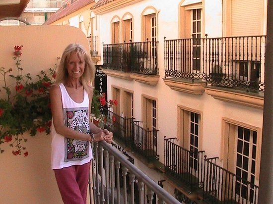 Hostal Italia: A balcony room facing Calle Capitan