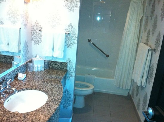 Bathroom with shallow bath - Picture of Le Meridien Dallas by the ...
