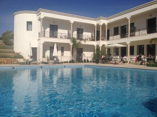 Villa Agapanthe: petit déjeuner au bord de la piscine