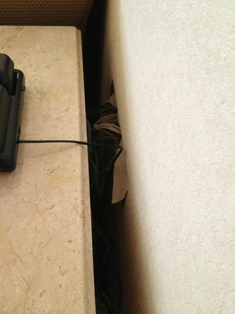 Bayview Hotel Melaka: hole to hide the telephone cable