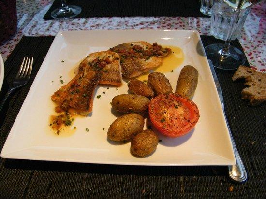 Restaurant de la Piscine: Féra et ses pommes grenailles