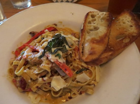 Madrona Bar and Grill: Cajun chicken fettuccine