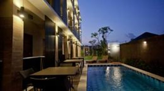 Dream @ Jimbaran & ZEN Rooms : Swimming Pool