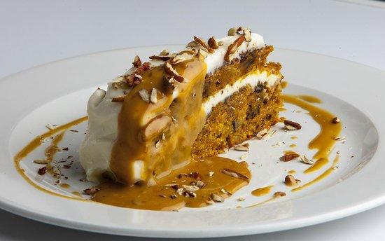 ABC Restoran: Carrot cake with warm caramel sauce and pekan nuts