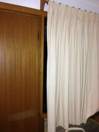Comfort Inn Foster: curtains can't be closed
