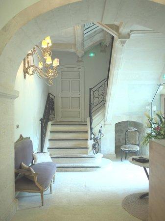 Château de Massillan : Inside main building