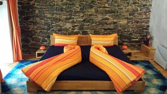 La Vieille Maison: chambre orange