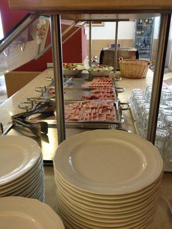 Hotel Oasi Wellness & Spa: poor breakfast